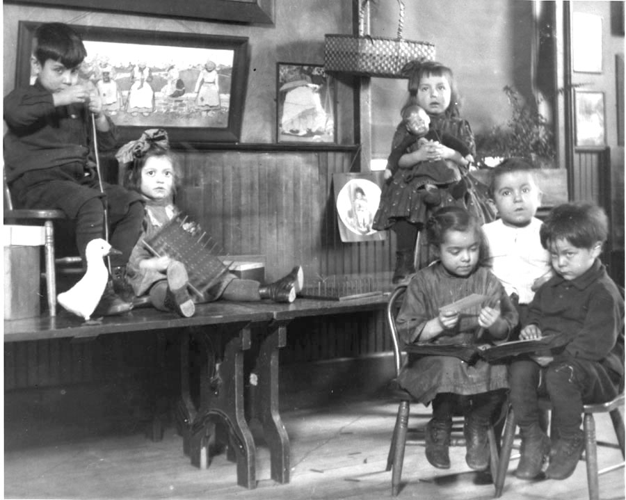 children playing in hull house