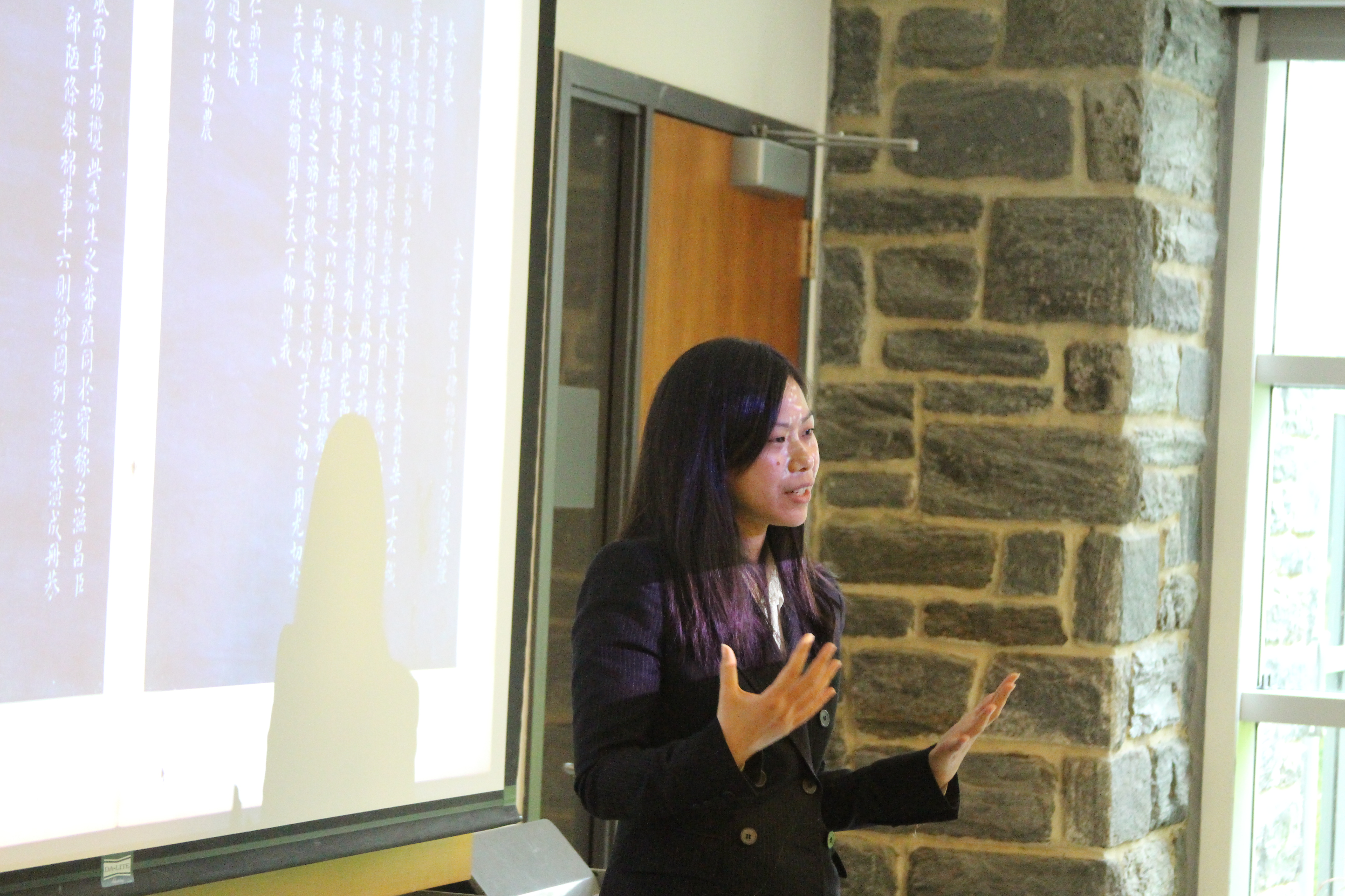 Professor Chen presents at the reading workshop.