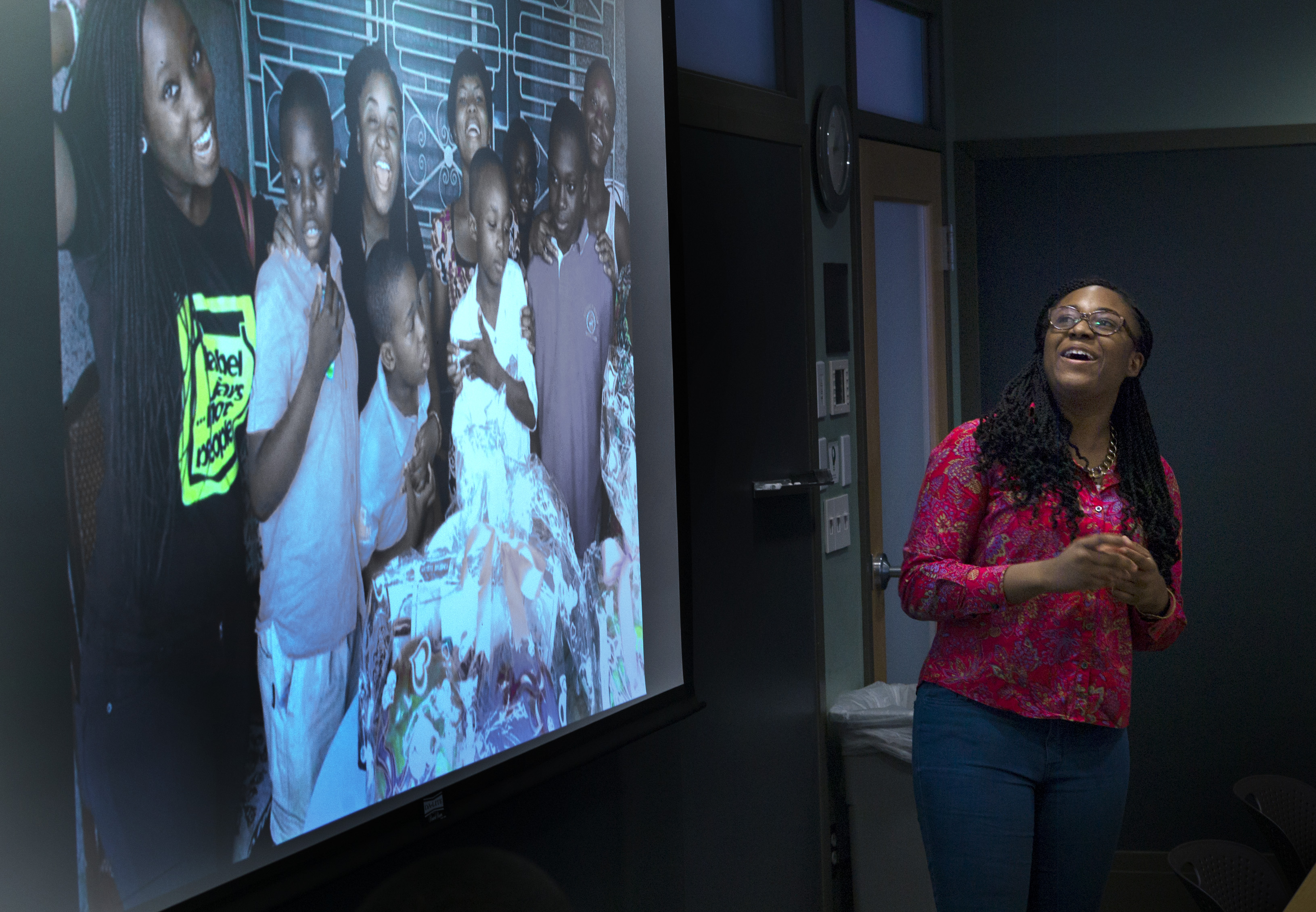 Efua Asibon '16 giving a project presentation in the Keith Room