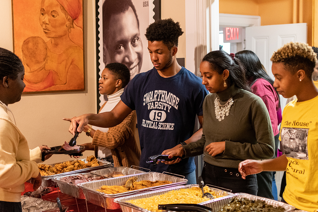 Students serve Thanksgiving dinner in BCC