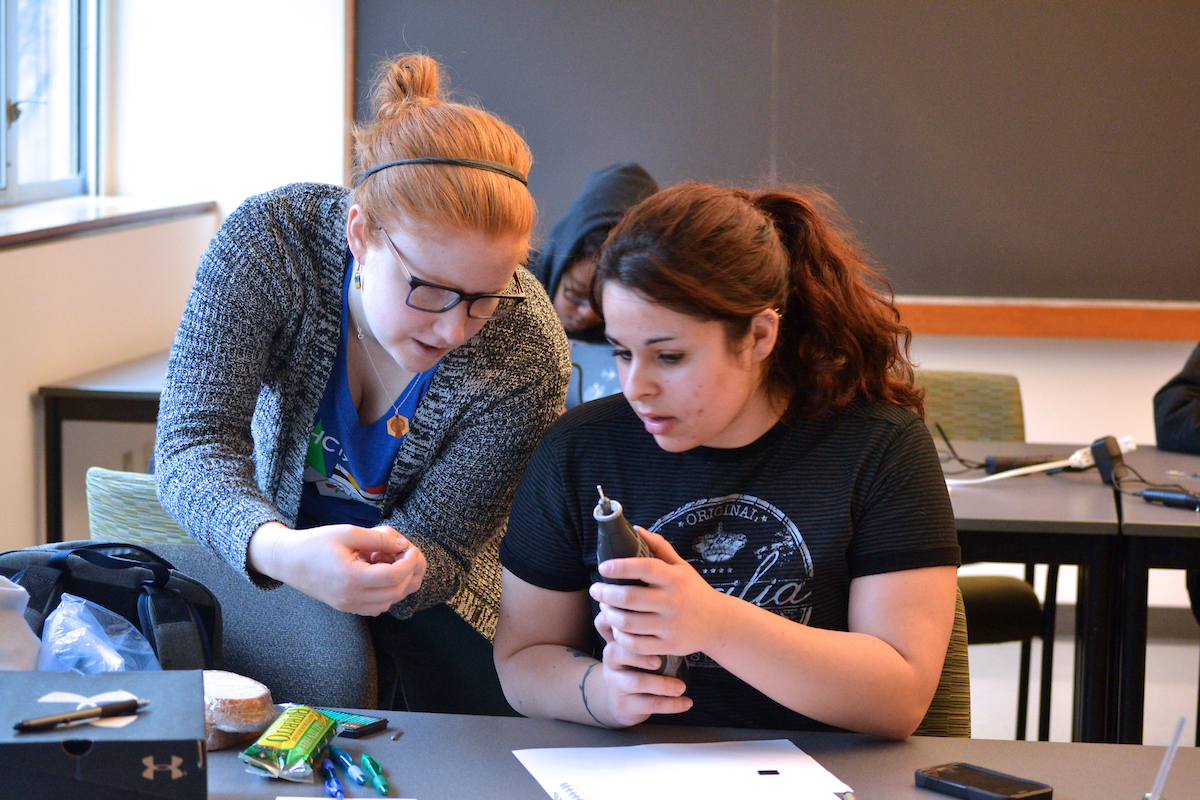 Alison Rosenzweig '18 (left) teaches a hands-on Peripeteia class on glass etching.