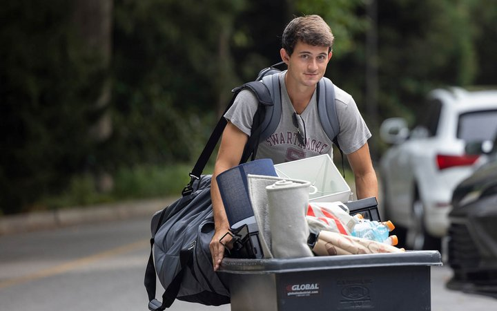 students arriving on campus