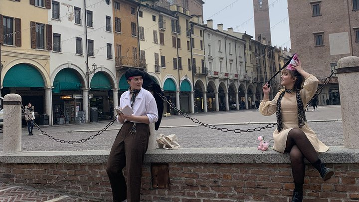 2 students in Italy