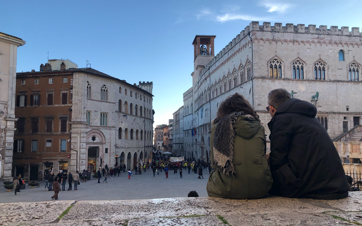 student sitting and watching the plaza in Perugia