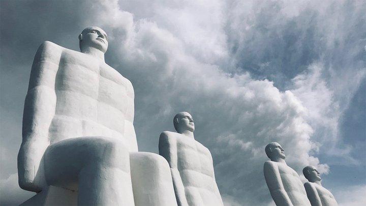 huge statues of humanlike figures
