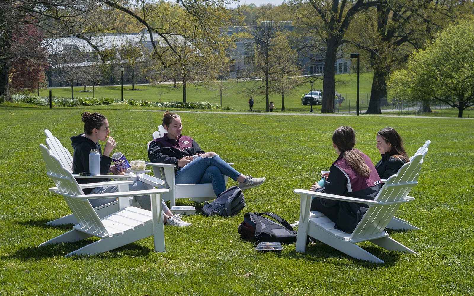 students eating lunch outside