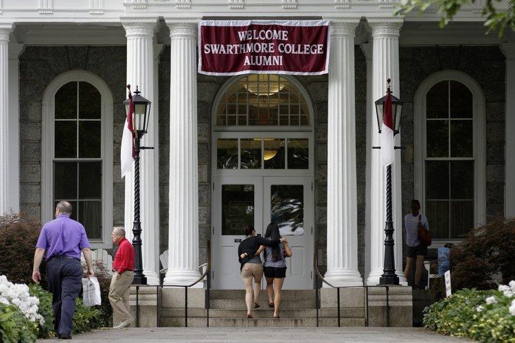 Alumni outside of Parrish Hall during Alumni Weekend