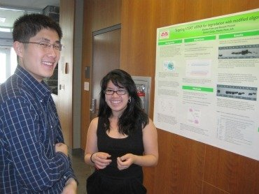 Harry Wang '13 and Vienna Tran '13 at the 2011 Sigma Xi poster session.