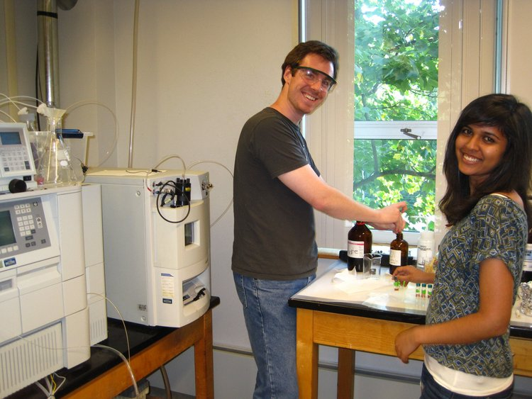 Michelle and Ben mass spec-ing at Bryn Mawr