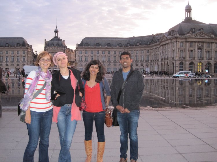 Yatsunyk lab and Amina enjoy a beautiful day in downtown Bordeaux.