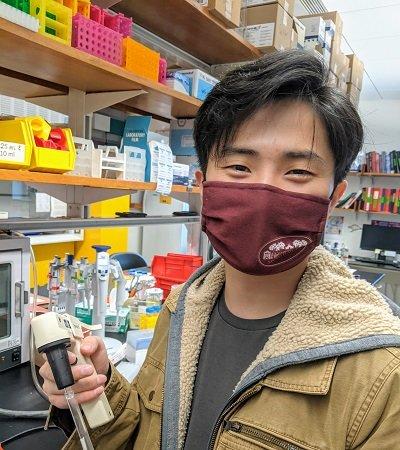 Photo of Kevin Li in the Yatsunyk Lab Classroom.