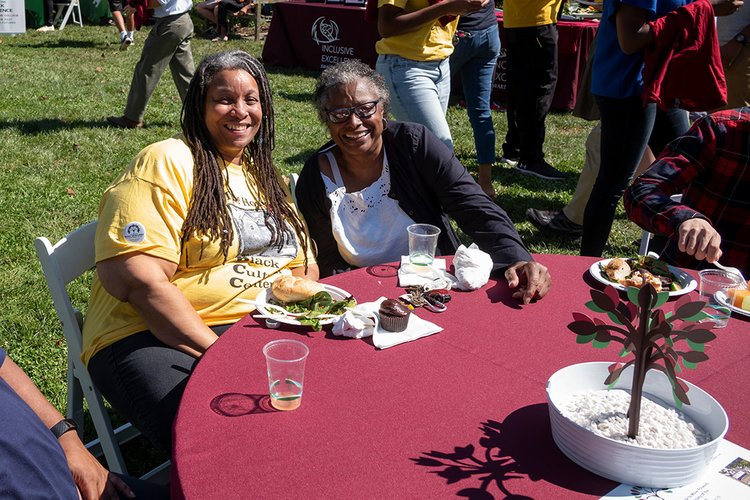 Karen Henry '81 and Linda Echols sitting at table outisde