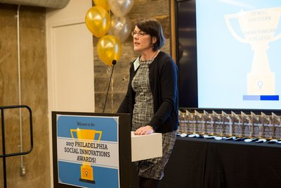Prof. Denise Crossan presenting the award for the Higher Education category at the 2017 Philadelphia Social Innovations Awards.