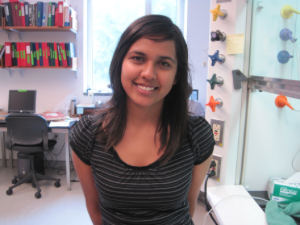 Michelle Ferreira in lab