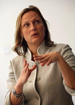 Amanda Bayer