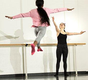 Amelia Estrada '17 instructs a dance student