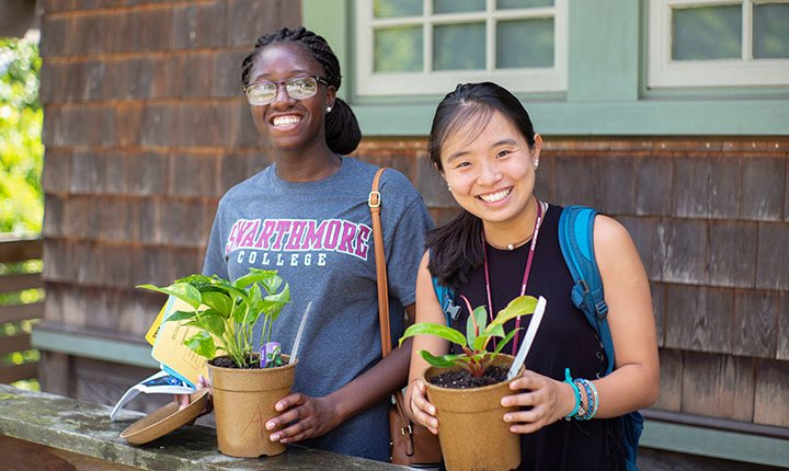 Students with plants from Scott Arboretum giveaway