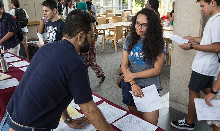 A student at the advising fair during orientation week