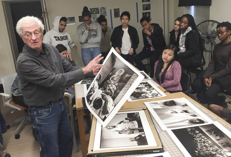Harvey Finkle guest lectures to Photo I and Foundation Drawing.