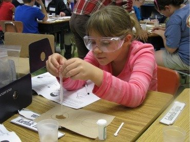 A third grade student experiments with polymers.