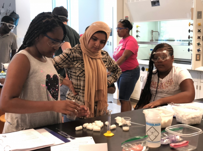 Swarthmore Chemistry students work with middle school students as part of the Science for Kids program