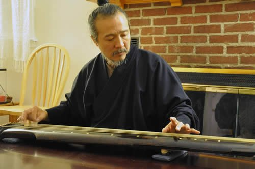 Daoist adept and grand master of the Qin Yuan Jung-Ping of Taiwan, visited the Swarthmore campus to play the Qin, demonstrate calligraphy, and to discuss traditions around tea with members of the community.