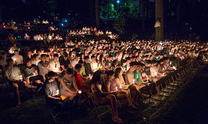 A full crowd shot of the Class of 2017 with their lit candles at Last Collection.