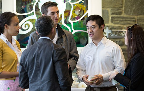 Students network with alums