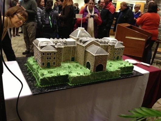 President Chopp admires the cake