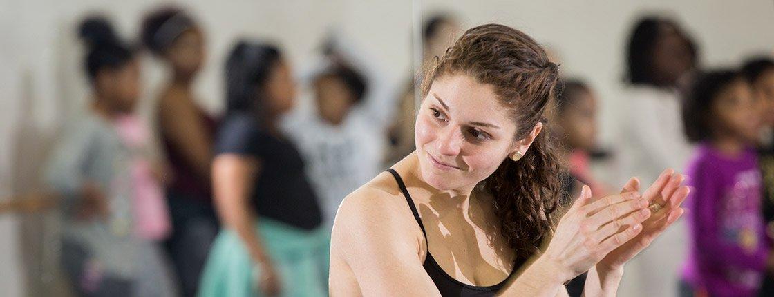 Amelia Estrada '17 leads a dance class