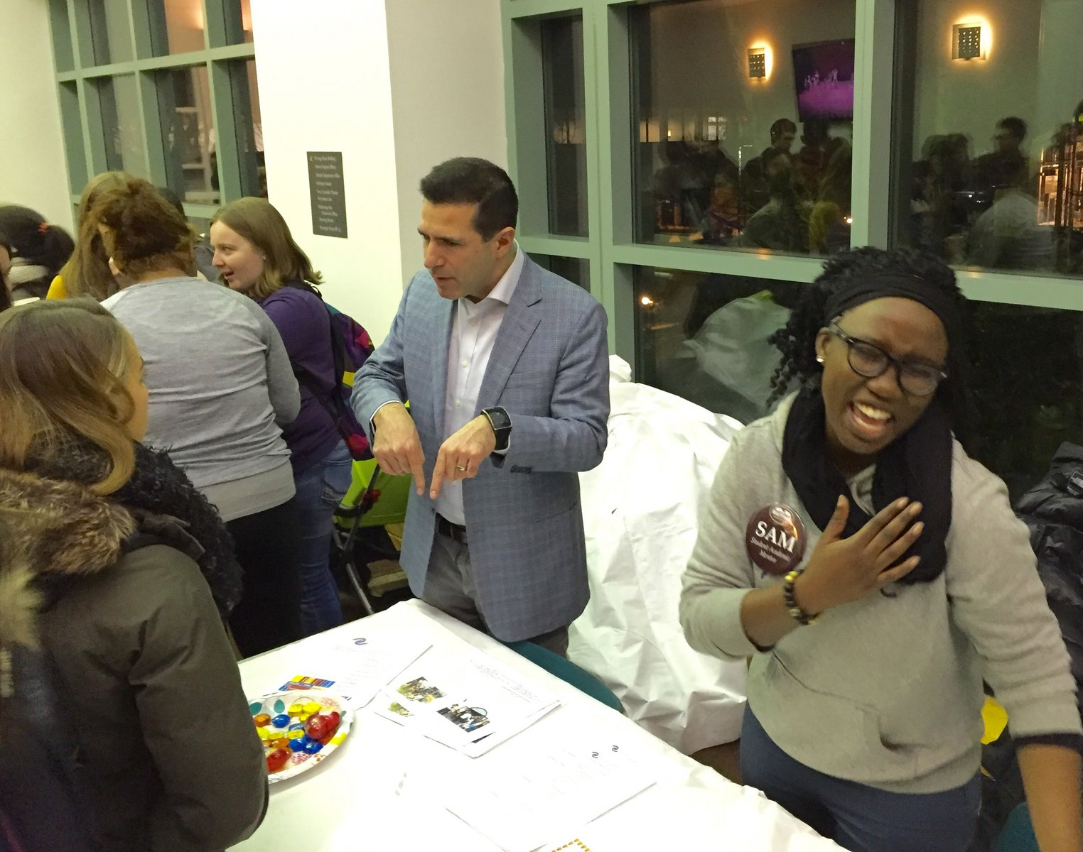students and faculty discussing Sophomore Planning at the Chocolates, Chai and Choosing event; photo by Martin Warner