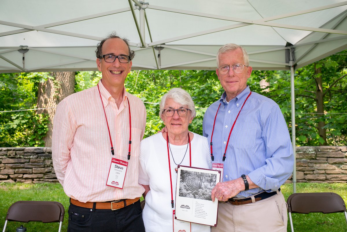 Fred '54 and Elena '54 Kyle receive the Shane Award in 2019