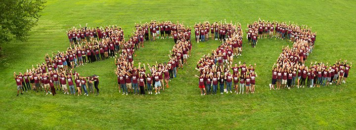 "Students form into ""2022"" on Mertz lawn"