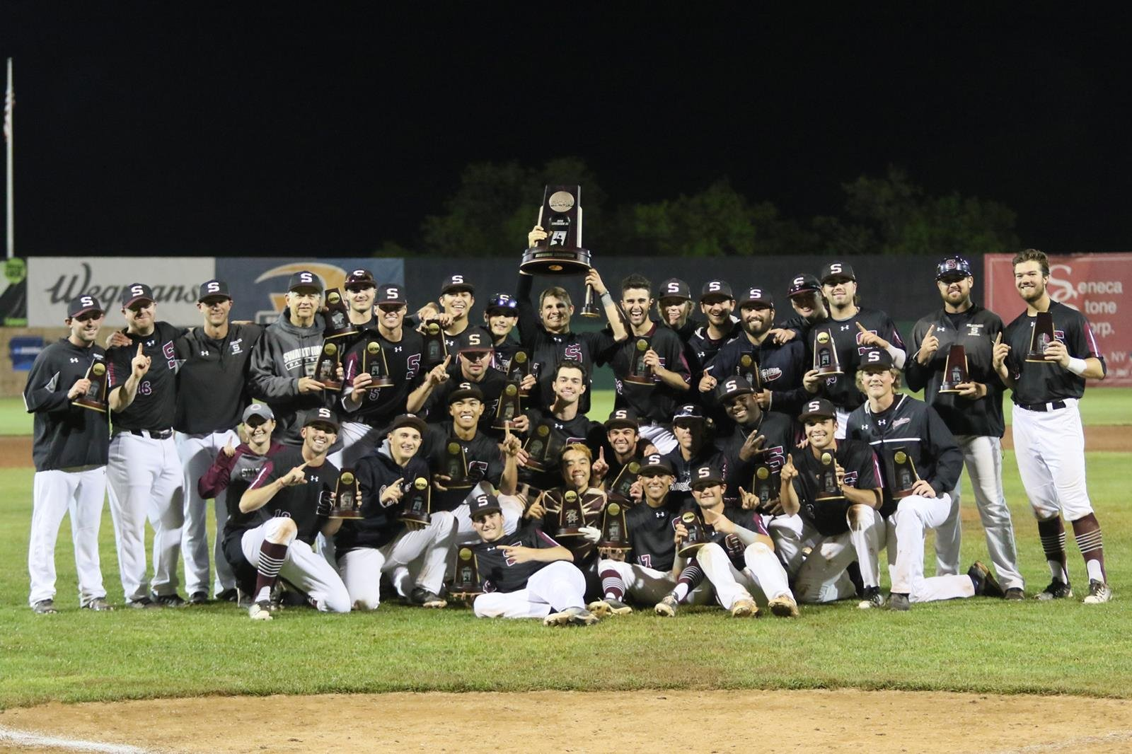 The Garnet Baseball team with trophy