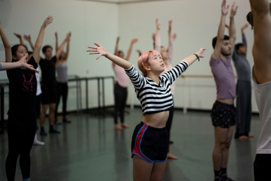 Students rehearse with Doug Varone dancers