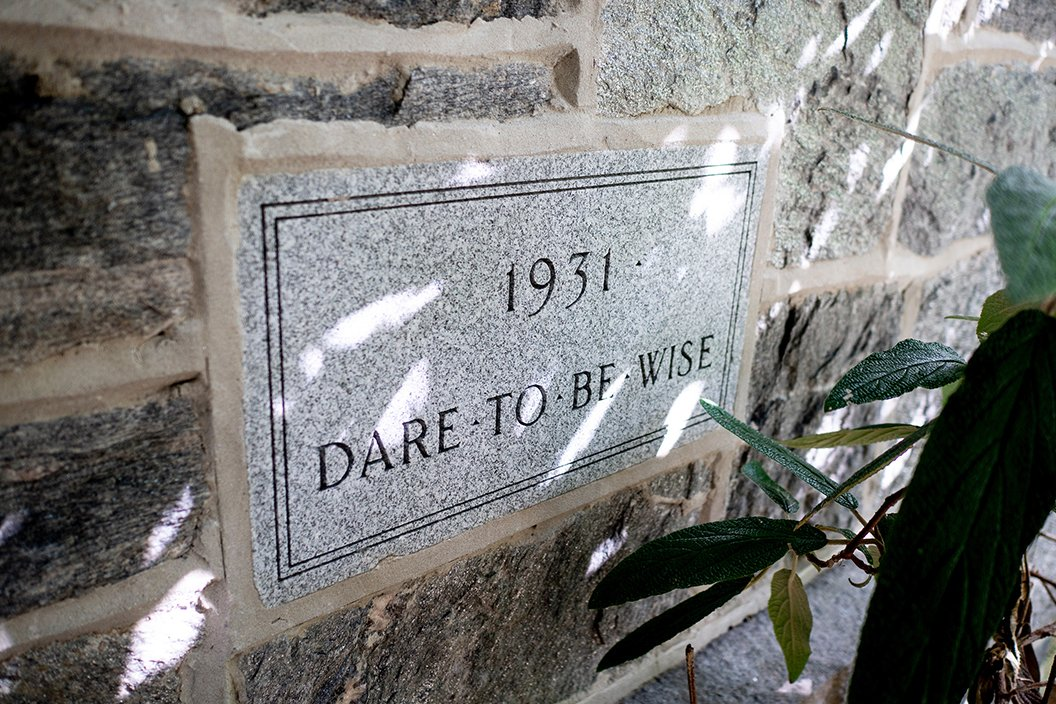 """Quote reading """"Dare to be Wise"""""""